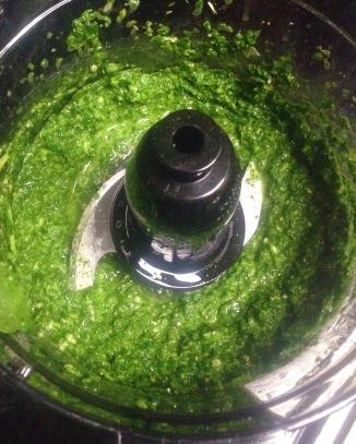 Yummy homemade spinach pesto | Diamonds & Bacon